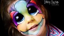 فنانة مكياج ترسم على وجوه أطفالها والنتيجة مذهلة