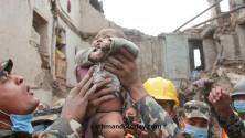زلزال النيبال: العثور على رضيع ذي 4 أشهر تحت الأنقاض