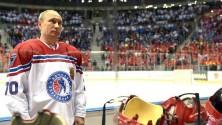بوتين يسجل ثمانية أهداف في مباراة للهوكي على الجليد