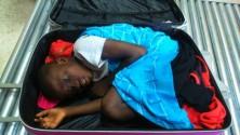 العثور على طفل مخبأ في حقيبة أثناء عبوره الحدود الإسبانية