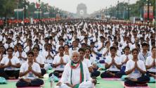 رئيس الوزراء الهندي يشارك الهنديين احتفالهم بيوم اليوغا العالمي