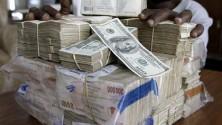 زيمبابوي توقف العمل بدولارها الشهير