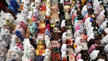 رمضان حول العالم في عشر صور
