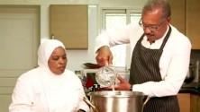 السفير الأمريكي في المغرب يتعلم طهي الحريرة