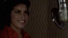 عندما أدت Amy Winehouse أغنية Back To Black بدون موسيقى