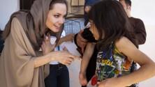 أنجلينا جولي تهاجم داعش على طريقتها وتدافع عن الإسلام