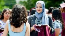 """فلسطينية محجبة تفوز بلقب """"الطالبة الأكثر أناقة"""" في ثانوية بأمريكا"""