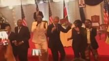 باراك أوباما يرقص على أنغام الليبالا خلال زيارته لكينيا
