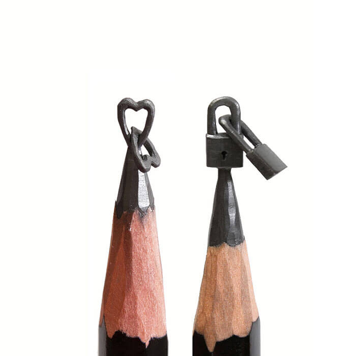 Amazing-Micro-Sculptures-Carved-From-Pencil-Tip-By-Salavat-Fidai22__700