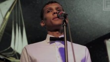 ستروماي يغني في حانة أمام جمهور أمريكي يجهلونه من يكون