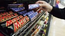 سحب شوكولاتة 'مارس' و'سنيكرز' من أسواق 55 دولة من بينها المغرب