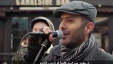 مغني مصري يبرع في أداء 'إناس إناس' بطريقة رائعة من قلب مدينة لندن