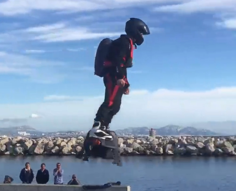 more-videos-of-the-amazing-flyboard-air-in-action_3