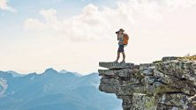 10 عناصر أساسية يجب أن تضعها في حقيبتك قبل ذهابك للتخييم