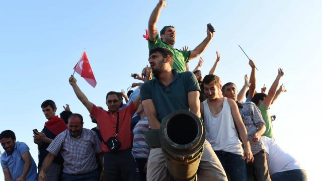 direct-tentative-de-coup-detat-en-turquie-au-moins-60-morts