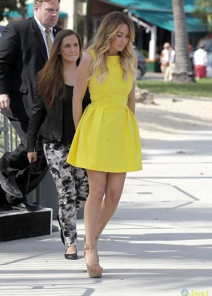 lauren-conrad-robe-jaune