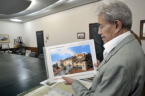 Chateau Roslane, Meknes, Maroc. AOC 1er cru les Coteaux de l'Atlas M. Brahim Zniber, proprietaire (owner).