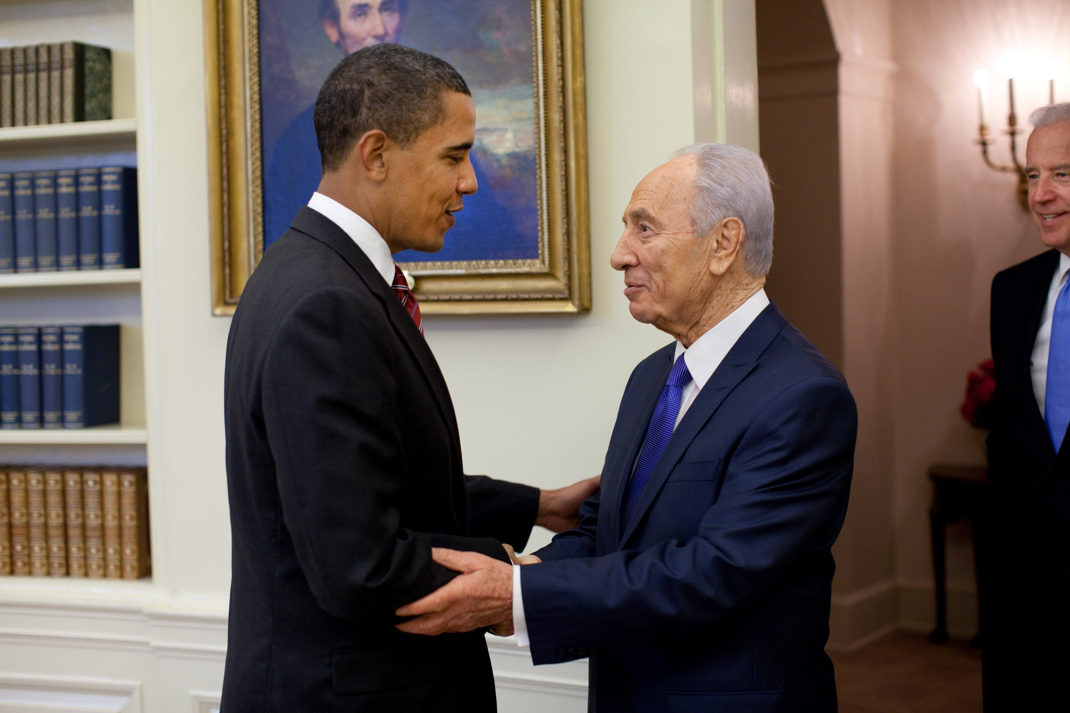 President Barack Obama welcomes Israeli President Shimon Peres in the Oval Office Tuesday, May 5, 2009. At right is Vice President Joe Biden. Official White House Photo by Pete Souza