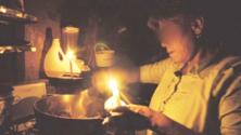 10 أشياء تحدث في البيت المغربي عندما ينقطع التيار الكهربائي