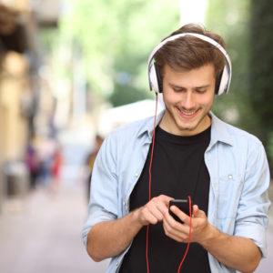 الإستماع إلى الموسيقى