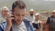 هكذا يصبح سلوك صديقك عندما يتحدث مع حبيبته على الهاتف