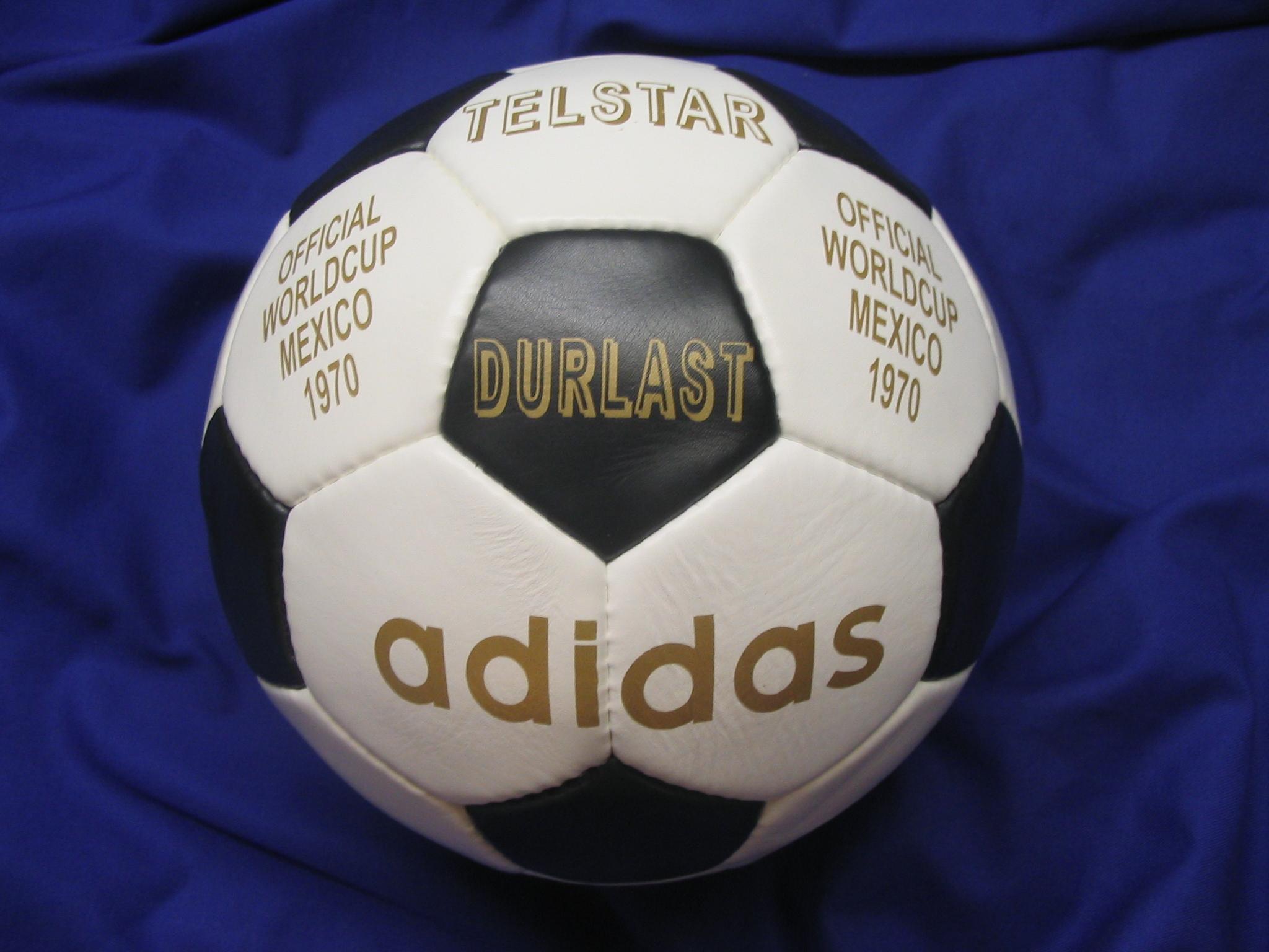c87506bfc واحتفظت الكرة الحديثة بنفس الألوان والتصميم تقريباً، مما سيجعلها أكثر  وضوحاً على شاشة التلفاز الحديثة أيضاً، كما تم تزويدها بمعدات تقنية جعلتها  أول كرة ذكية ...