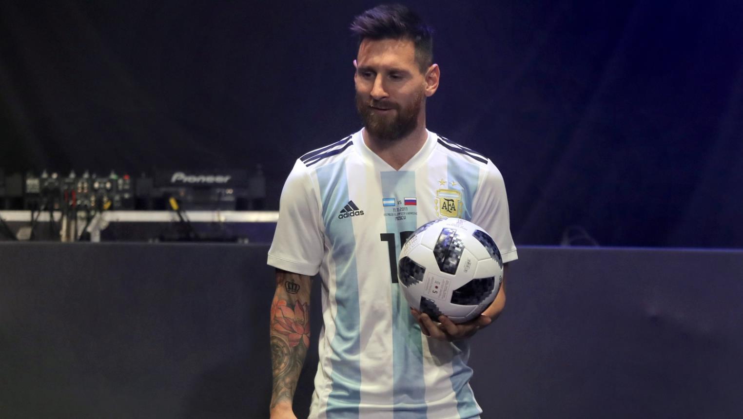 323932e95 عجائب الكرة الرسمية لمونديال 2018 .. قادمة من الفضاء ويكرهها حراس ...