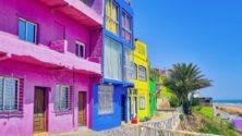 إكتشفوا الشاطىء الأكثر غنى بالألوان التي ستنعش صيفك في المغرب