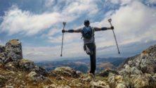 هذا الشاب المغربي تحدى إعاقته ووصل إلى قمة جبل توبقال