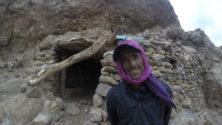 قرية أخوبا المنسية .. مآسي مغاربة يسكنون الكهوف بمناطق نائية ويَعْدمون العيش الكريم