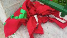 حرق العلم الوطني أمام البرلمان بالرباط من طرف التلاميذ المتظاهرين ضد زيادة الساعة